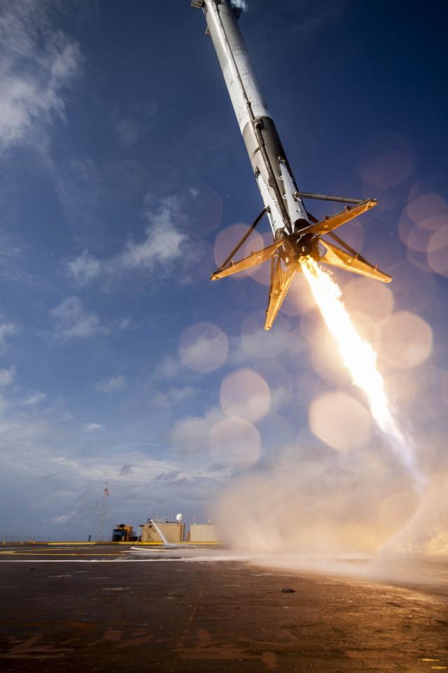 Илон Маск иронизирует на тему неудачных приземлений Falcon 9