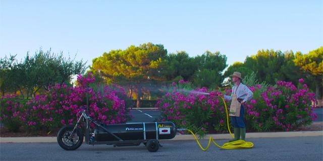 Трицикл на воде: до 100 км / ч за полсекунды