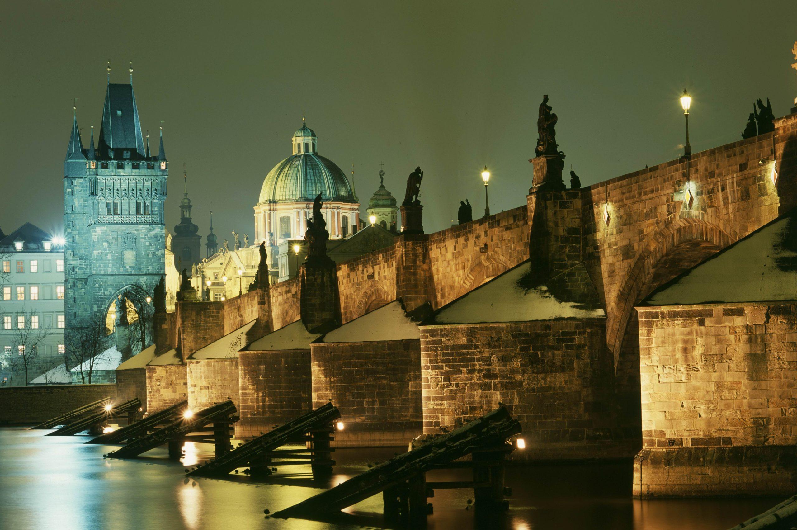 Какое время года лучшее для приезда в Прагу?